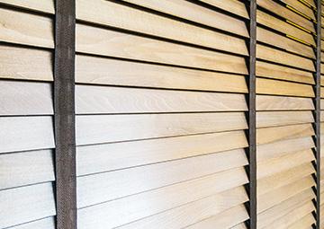 Cortinas venecianas en madera de fabricación propia