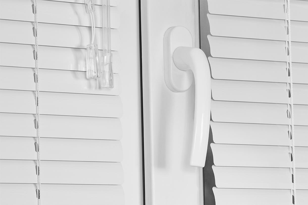205 White Satin. Corinas venecianas de fabricación propia