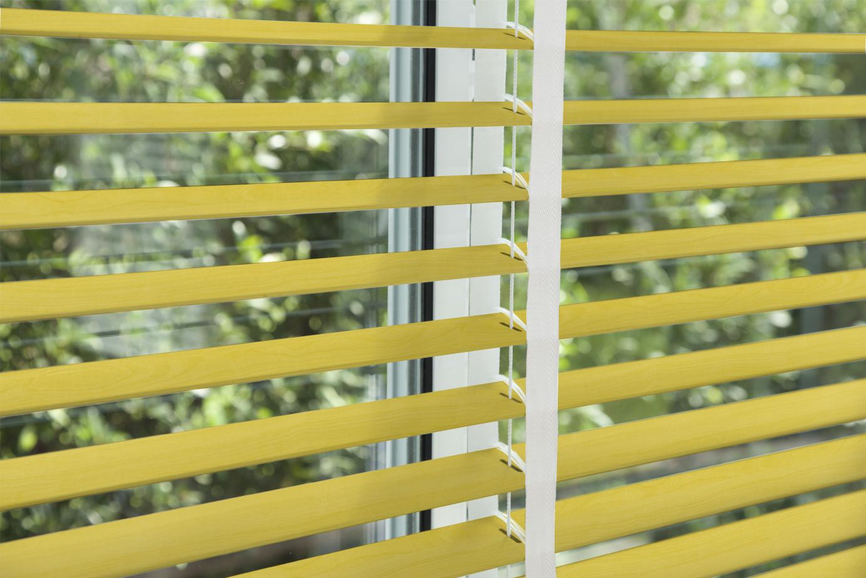 corinas-venecianas-en-madera-de-fabricacion-propia-Yellow